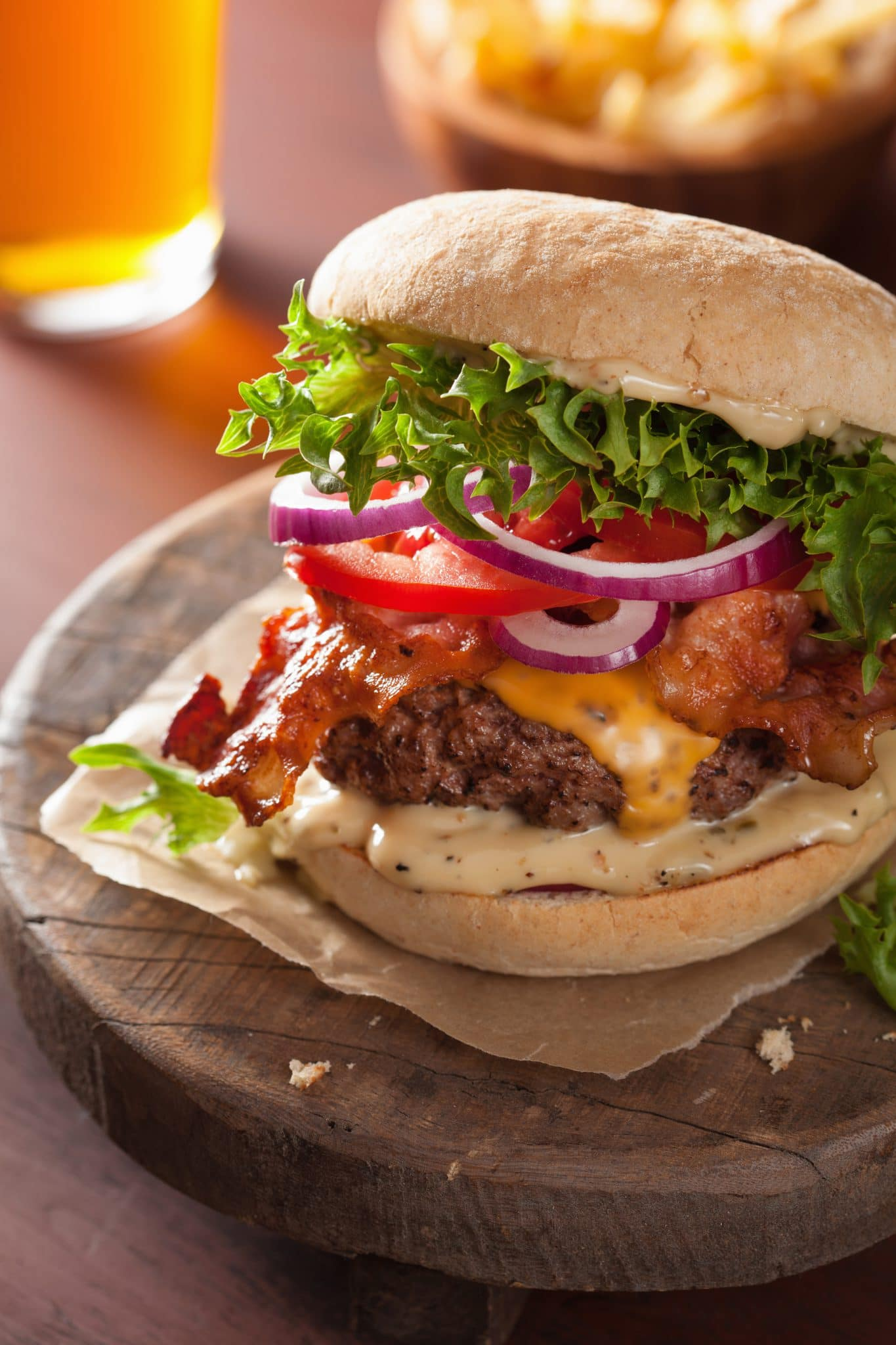 bacon-cheese-burger-with-beef-patty-tomato-onion-PKWD5R3